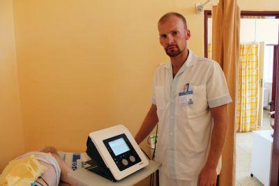 Nový přístroj v Nemocnici Český Těšín pomůže při bolestech i inkontinenci